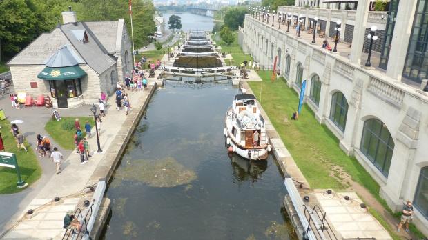 Beruehmt sind die 8 Schleusen des Rideau-Kanals, der den Ontario See mit dem Ottawa River verbindet.