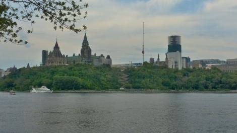 Ottawa ist von Quebec nur duch den Fluss getrennt. Dies ist der Blick auf die Stadt von Gatineau aus.