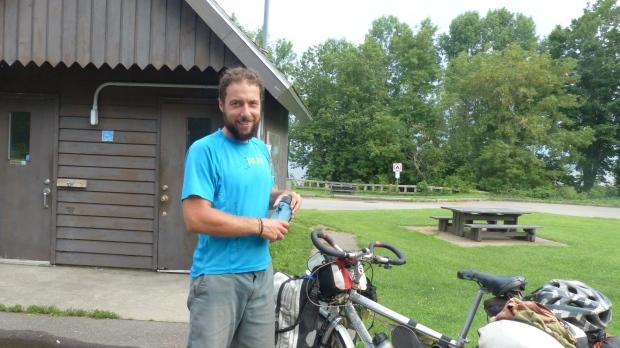 Roman der Weltumradler. Ihn traf ich exact beim 7000. Kilometer