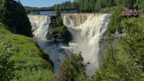 Auf dem Weg nach Thunder Bay kommt man an den donnernden Kakabeka-Fällen vorbei. Eine Art Mini-Niagara mit 40 m Fallhöhe.