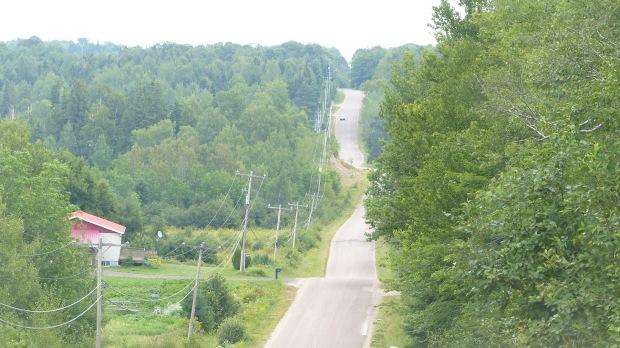 Man kann ja dem Wahnsinnsverkehr manchmal über sogenannte Backroads entgehen, aber die sind dann brutal über die Felsen geworfen, Steigungen zum Schieben!